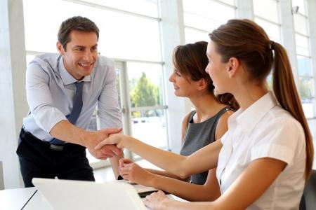 如何快速提升英语口语对话能力